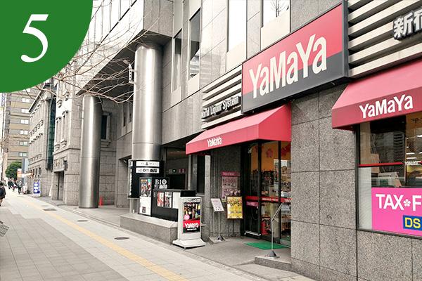 Yamaya(やまや)様の隣がビルの入り口
