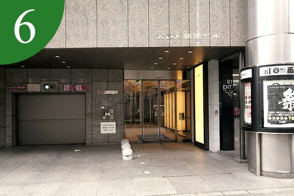 入り口を入って、エレベーターホール左手